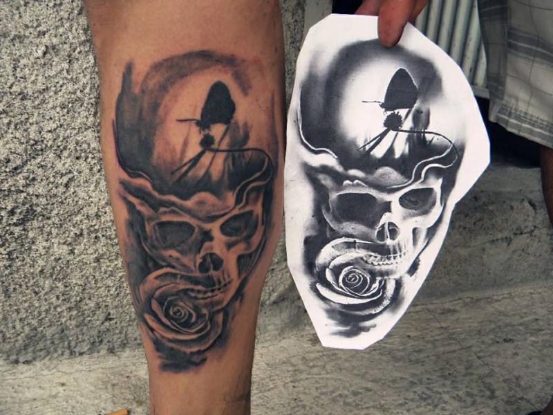 Craneo surrealista tatuaje realizado por Rak Martinez