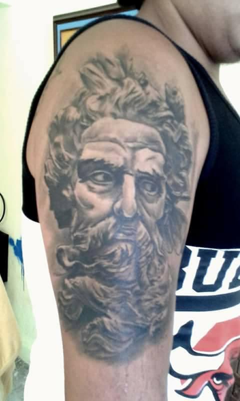 Escultura Zeus tatuaje realizado por Rak Martinez