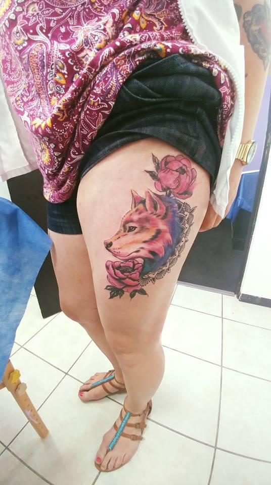 Wolf peonies and mandalas  tatuaje realizado por Omar Mendoza
