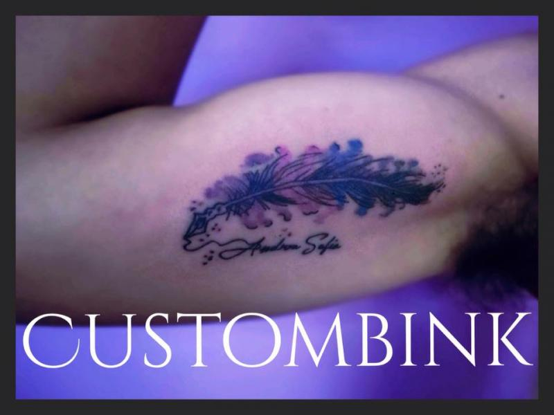 Pluma Acuarela tatuaje realizado por B-Ink Tattoo