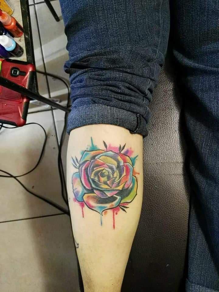 Tatuaje Del Artista Mexicano Juliio Tatuajes Rosa Con Acuarela