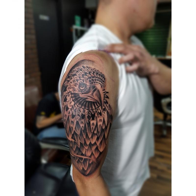 Aguila  tatuaje realizado por Miguel BlackandGray