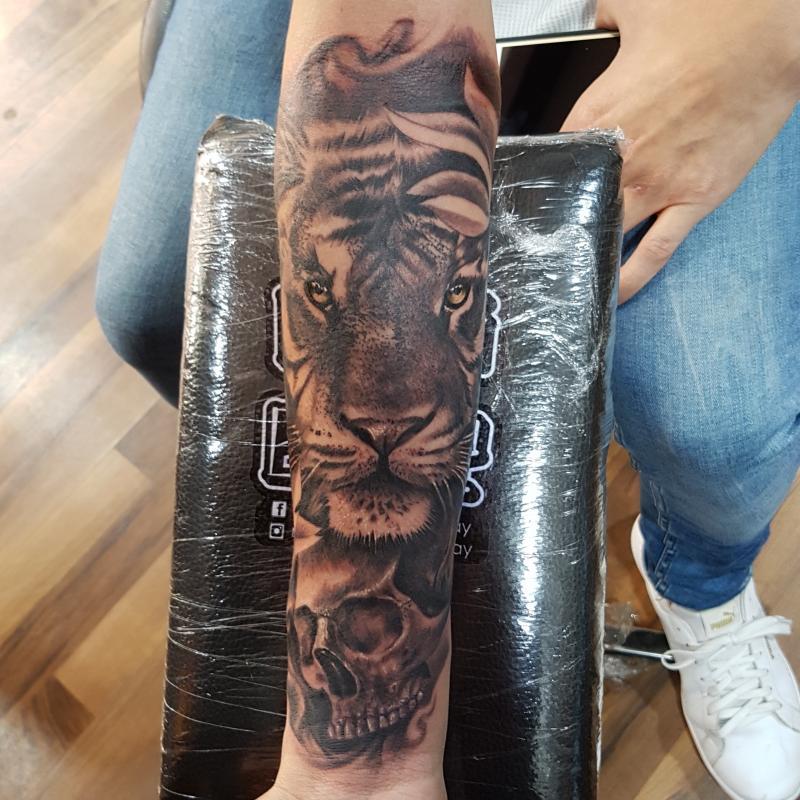 BlackAndGray tatuaje realizado por Miguel BlackandGray