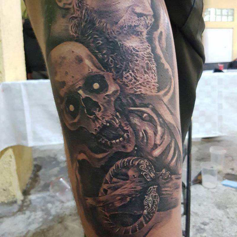 Guerrero tatuaje realizado por Miguel BlackandGray