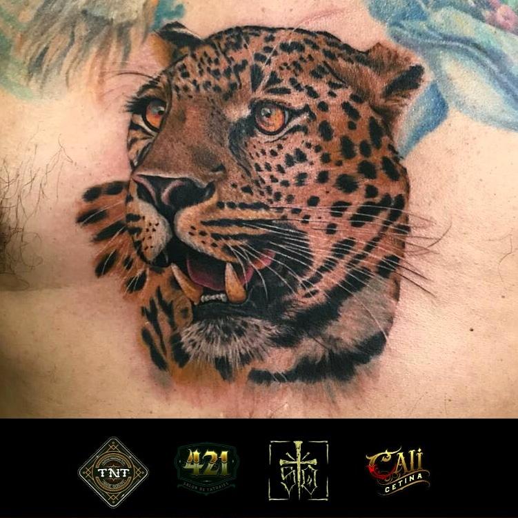 leopardo tatuaje realizado por Cali Cetina