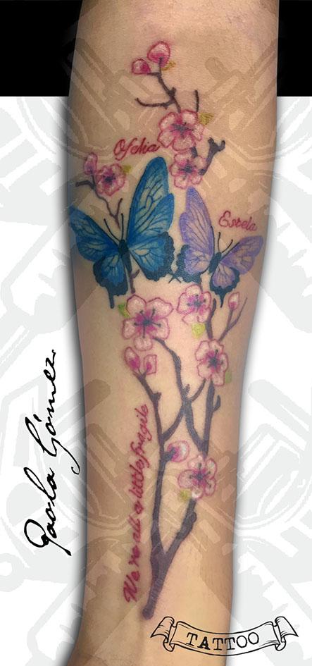 Cerezo Mariposas tatuaje realizado por Paola Gómez