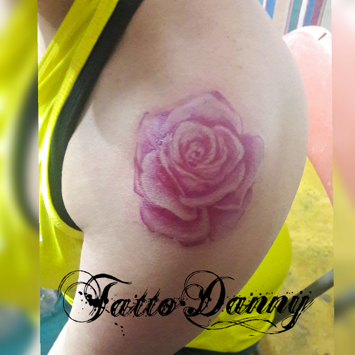 Rosa  tatuaje realizado por TattoDanny