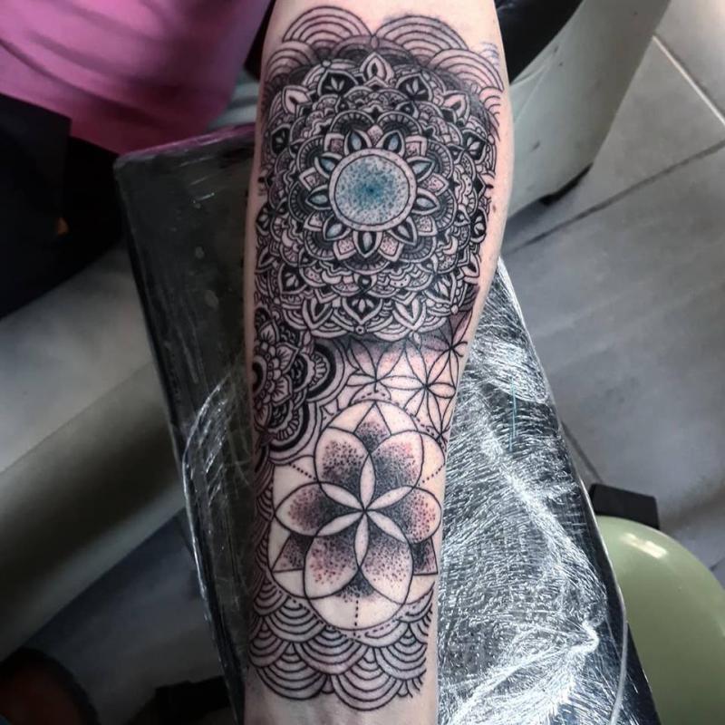 mandalas tatuaje realizado por Jim vlad