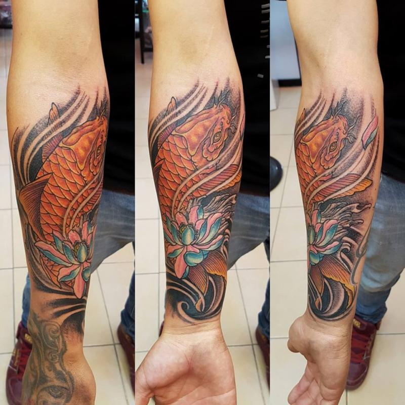 koi japanese  tatuaje realizado por The inkperfect tattoo shop