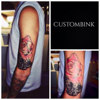 Rosa Cráneo tatuaje realizado por B-Ink Tattoo