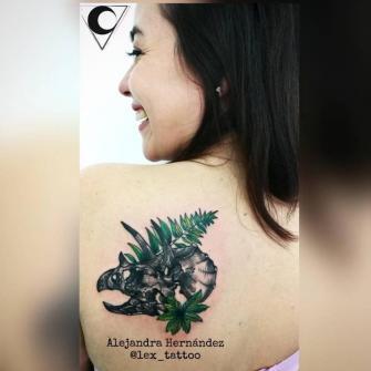Triceratops tatuaje realizado por Alejandra Hernández