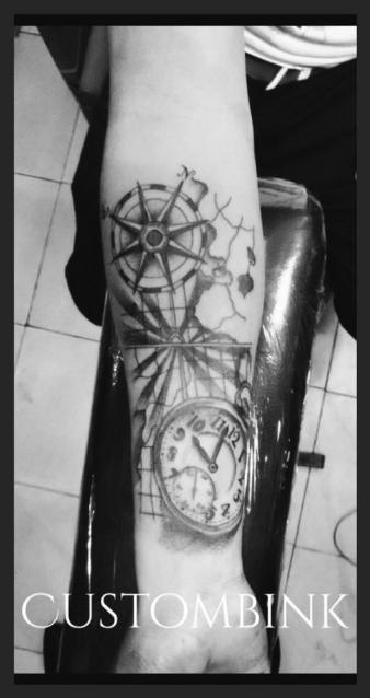 Reloj  tatuaje realizado por B-Ink Tattoo