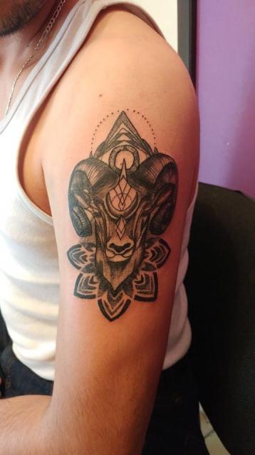 capricornio tatuaje realizado por Omar Mendoza