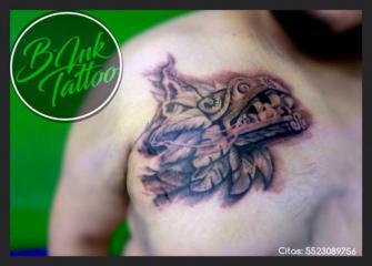 Cabeza de Quetazlcóatl  tatuaje realizado por B-Ink Tattoo