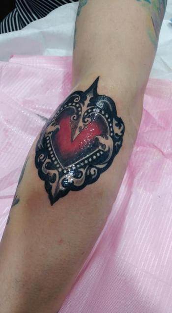 Corazon victoriano  tatuaje realizado por Omar Mendoza