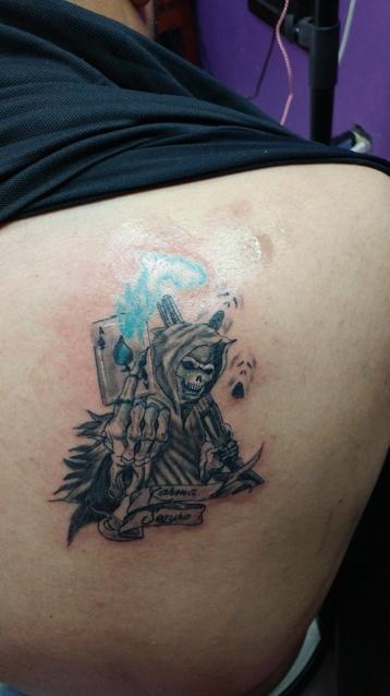 Santa Muerte tatuaje realizado por Omar Mendoza