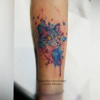 Gato tatuaje realizado por Alejandra Hernández
