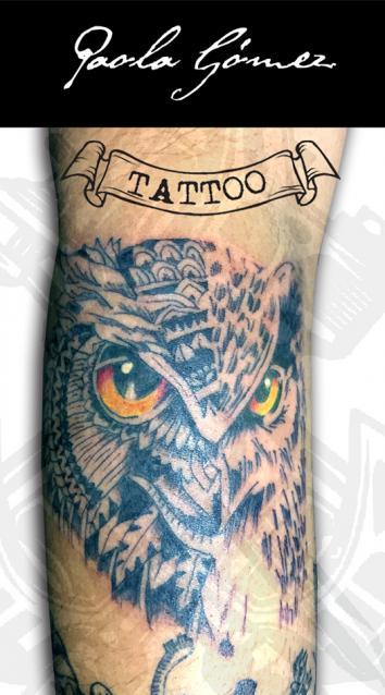 Búho tatuaje realizado por Paola Gómez