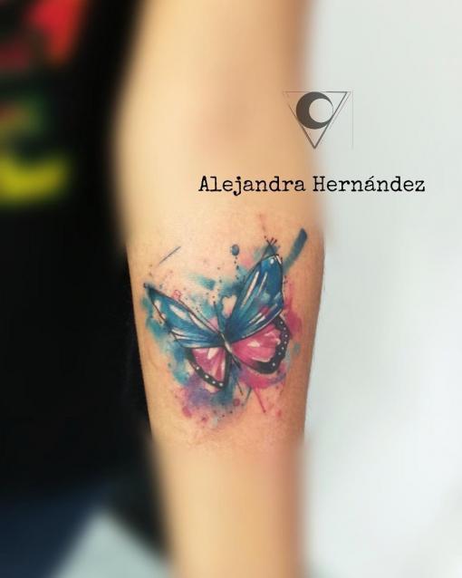 Mariposa tatuaje realizado por Alejandra Hernández