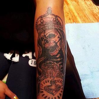 Calavera santa tatuaje realizado por TattoDanny