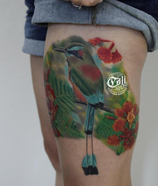AVE Y FLORES tatuaje realizado por Cali Cetina