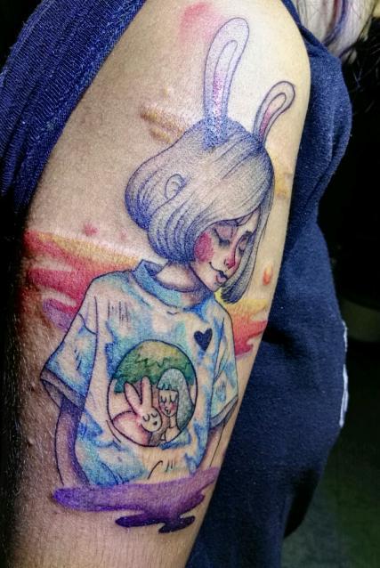 Girl bunny tatuaje realizado por Santo Lobo Ink