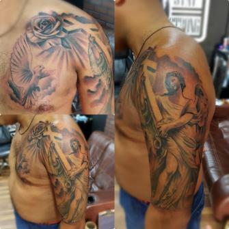Arcangel  tatuaje realizado por Miguel BlackandGray