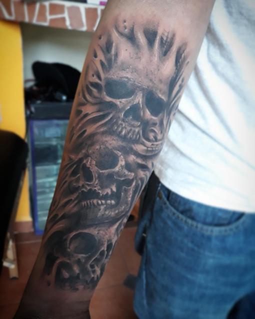 Craneos tatuaje realizado por Luis Enrique Tattoo