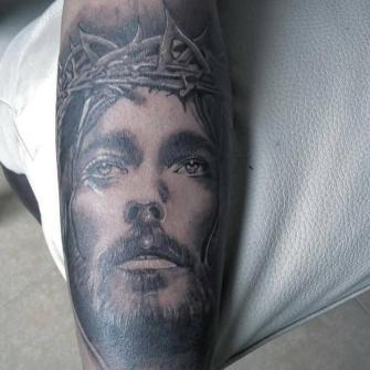 jesus tatuaje realizado por Jim vlad