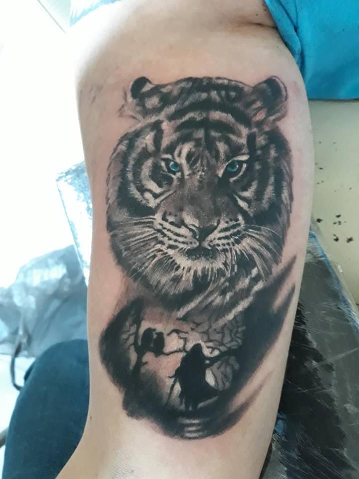tiger tatuaje realizado por Jim vlad