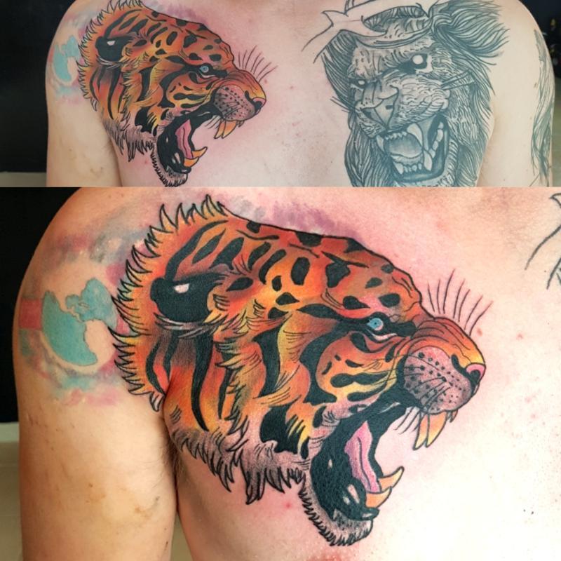 Tigre pecho tatuaje realizado por The inkperfect tattoo shop