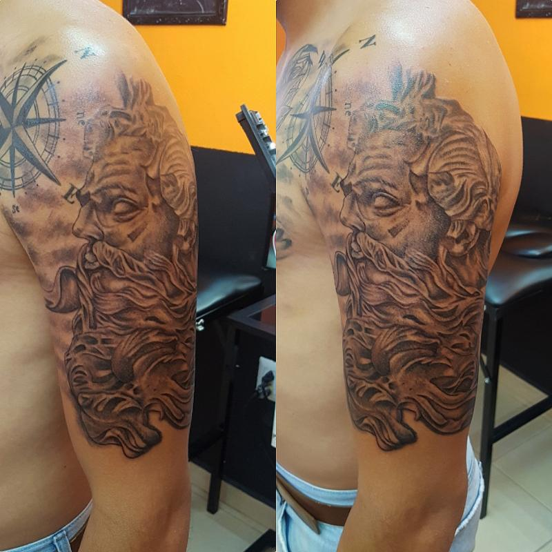 Zeus brazo tatuaje realizado por The inkperfect tattoo shop