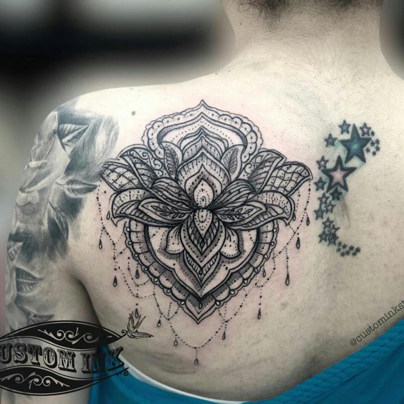 Mandala tatuaje realizado por Ivan Juárez