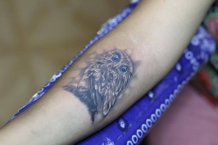 BUHO tatuaje realizado por Old Gangsters Tattoo Shop