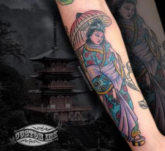 Mujer Oriental tatuaje realizado por Ivan Juárez