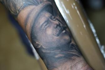 Retrato Pancho Villa tatuaje realizado por Old Gangsters Tattoo Shop