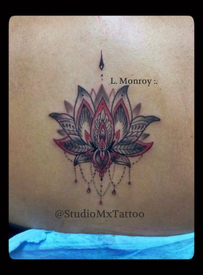 Flor de loto estilo mandala  tatuaje realizado por Luis monroy