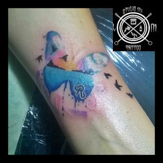 paisaje en mariposa  tatuaje realizado por Luis monroy