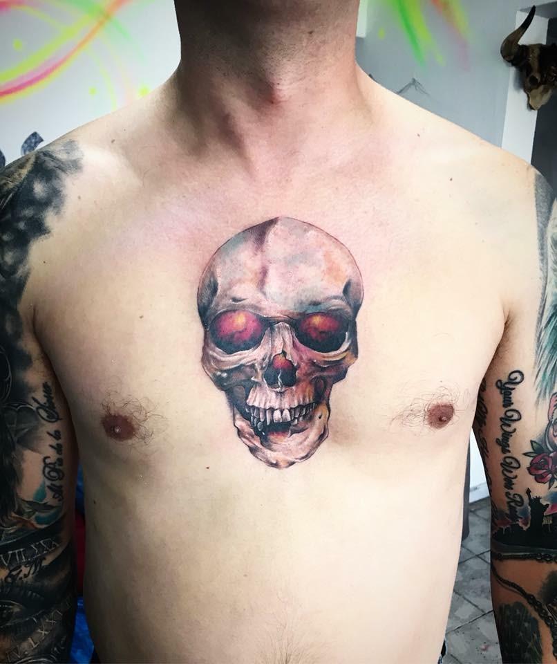 Tatuaje en pecho !!!! tatuaje realizado por Ali Tattoo