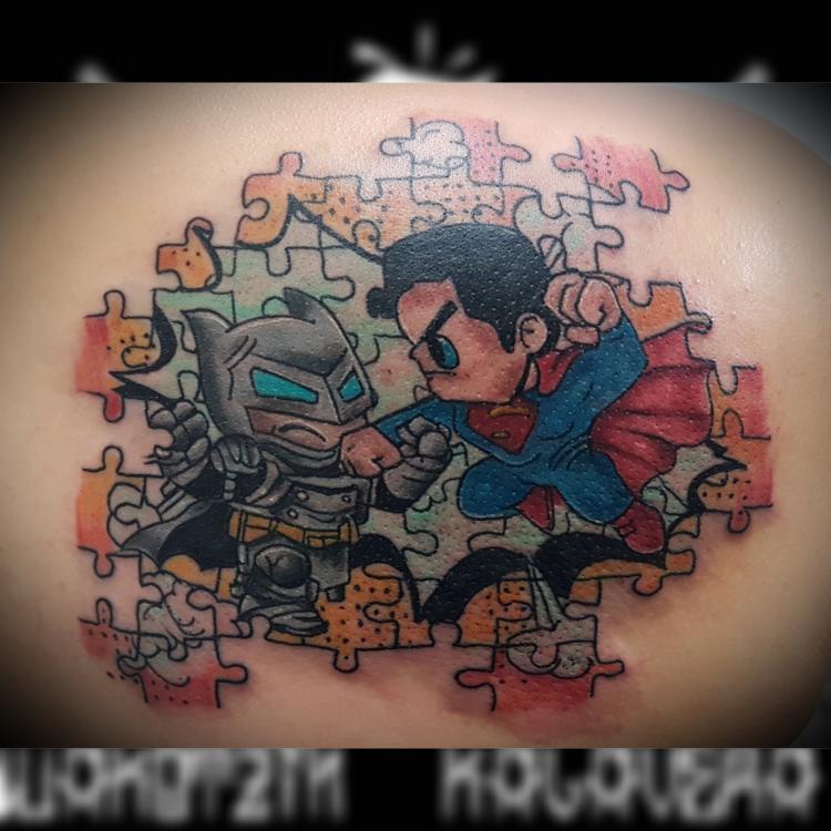 Batman vs Superman  tatuaje realizado por Wakotzin Kalavera