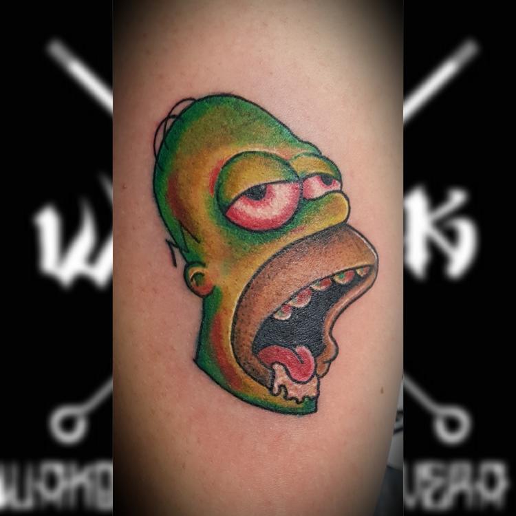 Homero zombie tatuaje realizado por Wakotzin Kalavera