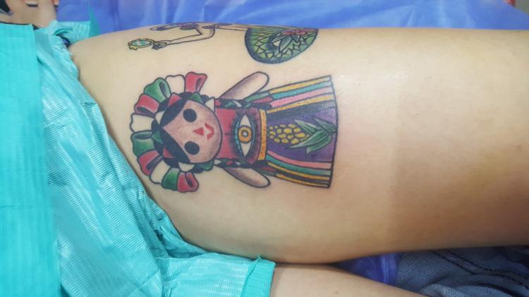 Muñequita tradicional mexicana tatuaje realizado por Electric tattoo