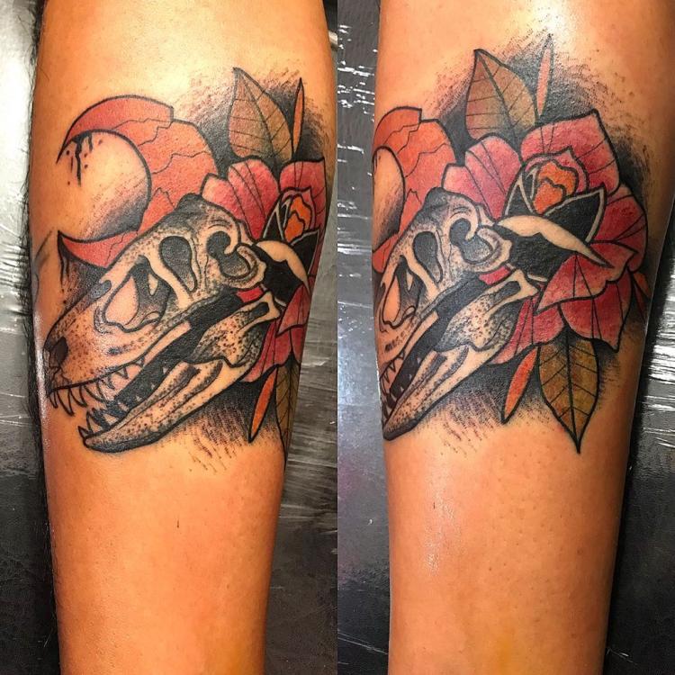 Rex skull tatuaje realizado por Edgar Salazar