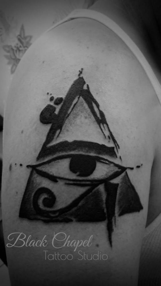 ojo de la providencia tatuaje realizado por Jonathan Aguirre