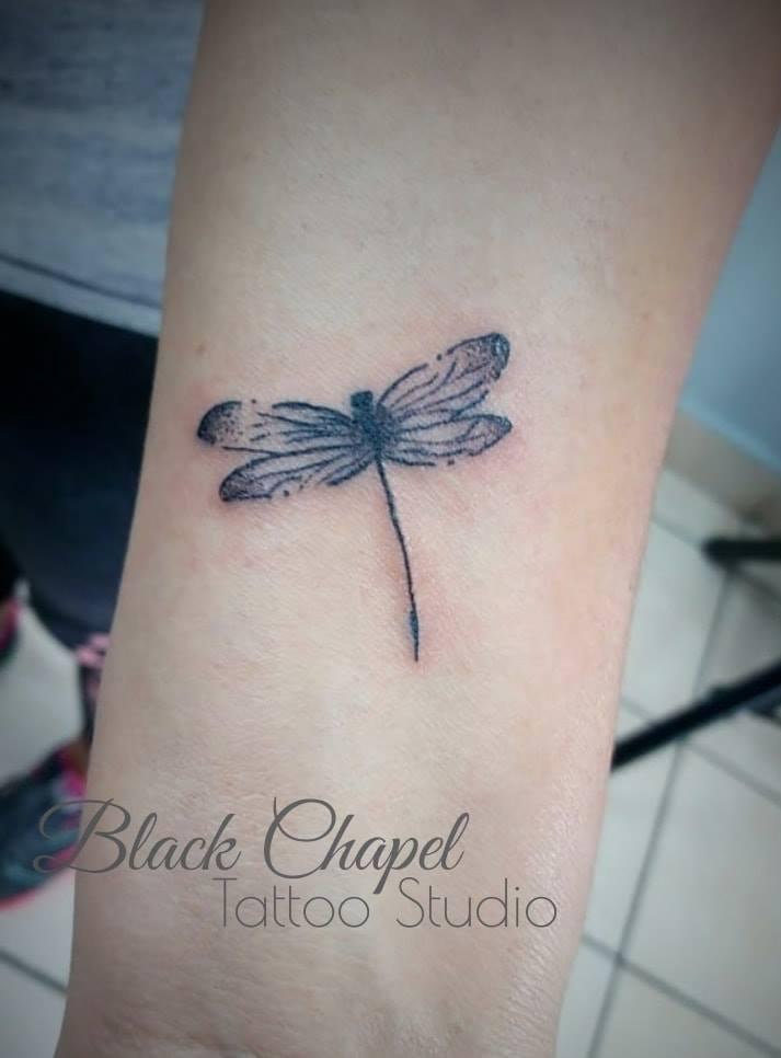 dragonfly tatuaje realizado por Jonathan Aguirre