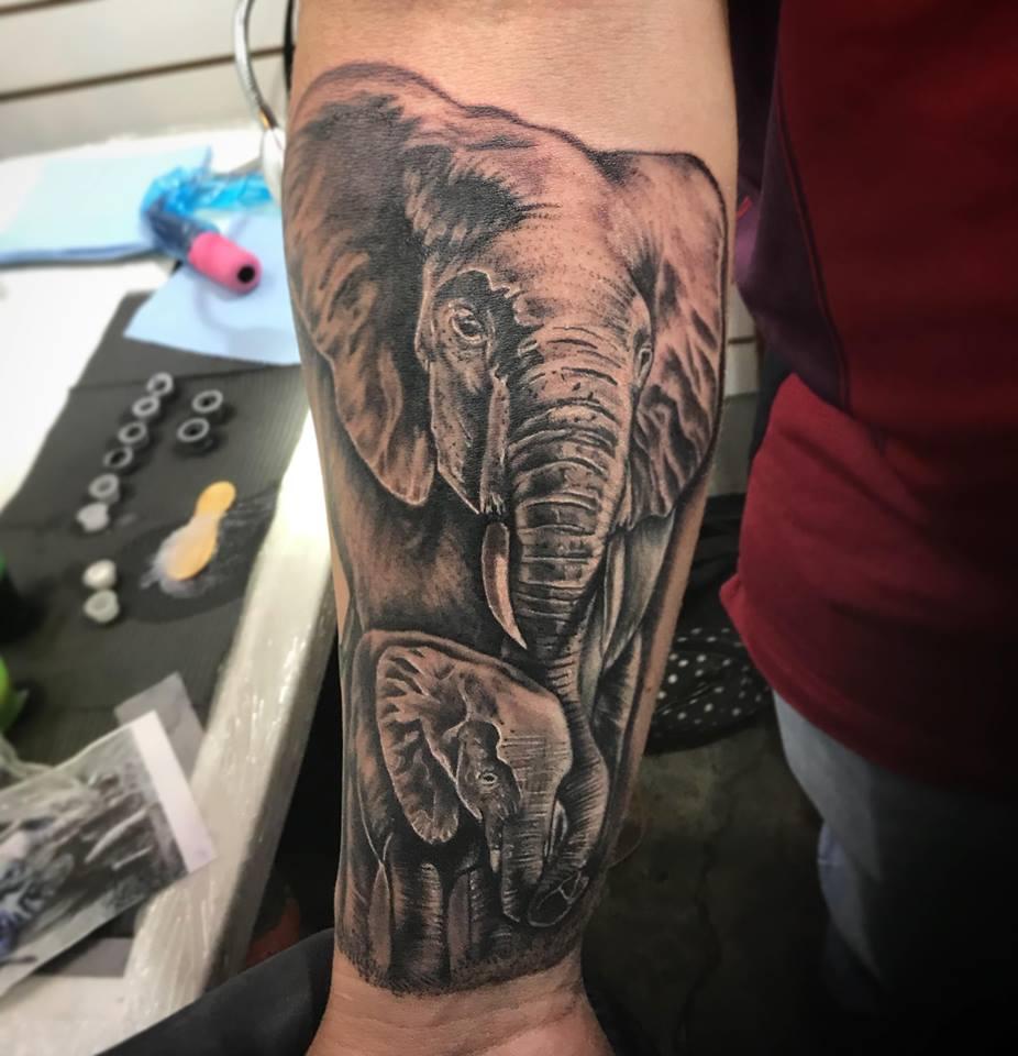 ELEFANTES  tatuaje realizado por Edgar Constantino flores (Tino)