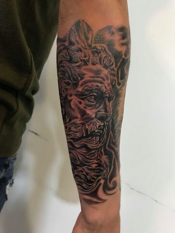 ZEUS  tatuaje realizado por Edgar Constantino flores (Tino)