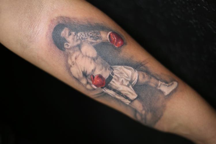 Boxeador tatuaje realizado por Old Gangsters Tattoo Shop