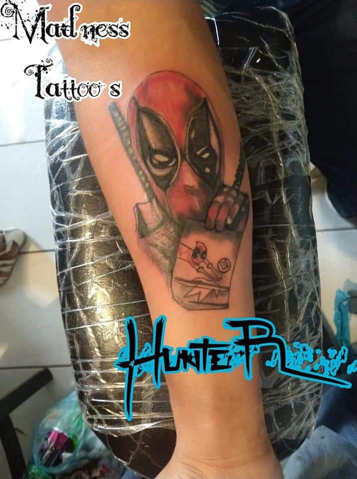 Deadpool tatuaje realizado por Zaa Hunter
