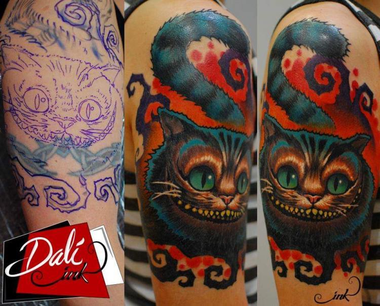 Cheshire  tatuaje realizado por Dalí Ink